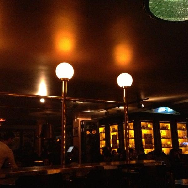 รูปภาพถ่ายที่ Brasserie Bomonti โดย Bulent K. เมื่อ 2/10/2013