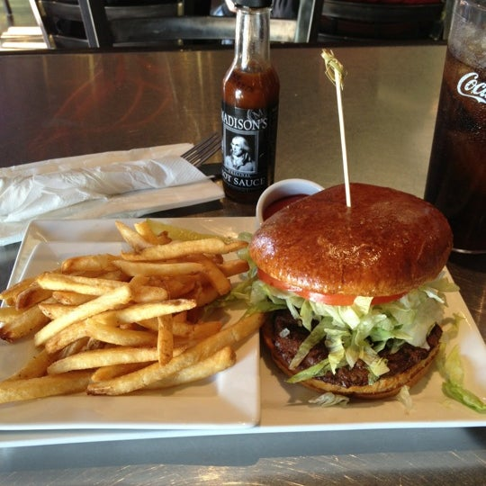 Das Foto wurde bei Rehab Burger Therapy von Myron B. am 11/29/2012 aufgenommen