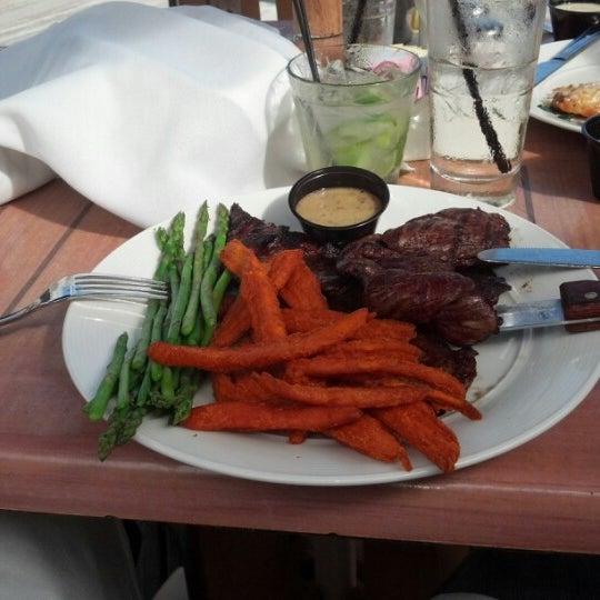 Photo prise au Bimini Boatyard Bar & Grill par Steve D. le12/8/2012