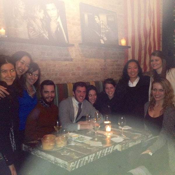 Foto tomada en Maslow 6 Wine Bar and Shop por Colette Q. el 2/22/2013
