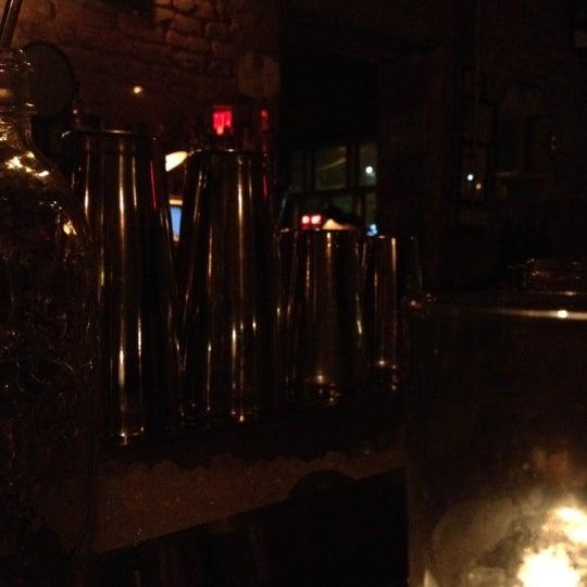 Photo prise au Evelyn Drinkery par Cafecito A. le10/5/2012