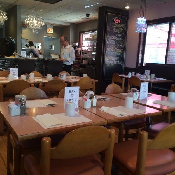 3/9/2015 tarihinde Derrick M.ziyaretçi tarafından The Breakfast Club & Grill'de çekilen fotoğraf