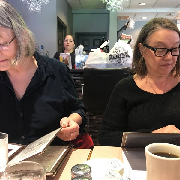 Foto diambil di The Breakfast Club & Grill oleh Derrick M. pada 4/13/2019
