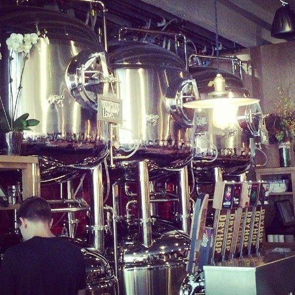6/18/2013에 The Local Tourist님이 DryHop Brewers에서 찍은 사진