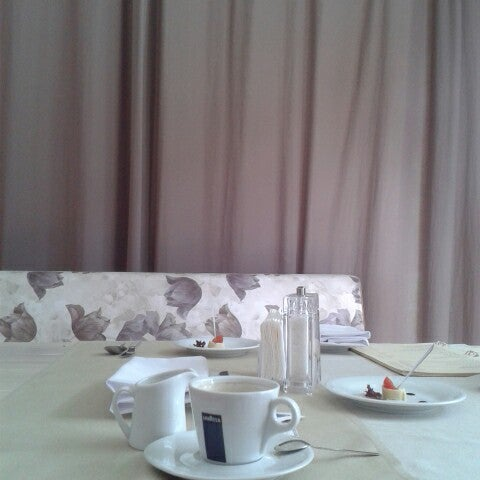 Das Foto wurde bei ORLY PARK Restaurant & Hotel von Виктория М. am 7/3/2014 aufgenommen