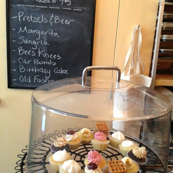 รูปภาพถ่ายที่ Prohibition Bakery โดย Alyson E. เมื่อ 6/11/2013