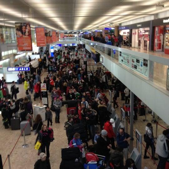 Photo prise au Aéroport de Genève Cointrin (GVA) par Maximilien N. le1/12/2013