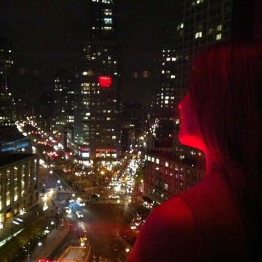 Снимок сделан в The Empire Hotel Rooftop пользователем Guzel G. 11/12/2012