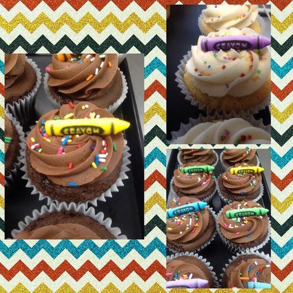 Foto tirada no(a) Cupprimo Cupcakery & Coffee Spot por amy b. em 8/24/2015