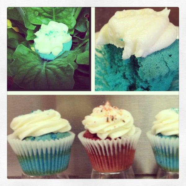Foto tirada no(a) Cupprimo Cupcakery & Coffee Spot por amy b. em 4/5/2013