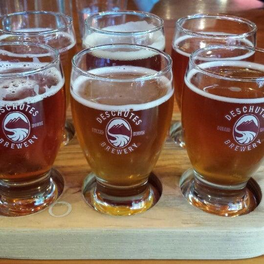 Foto tirada no(a) Deschutes Brewery Portland Public House por Regina M. em 7/7/2013