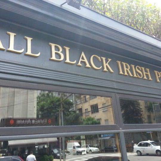 Foto diambil di All Black Irish Pub oleh Igor R. pada 2/11/2013