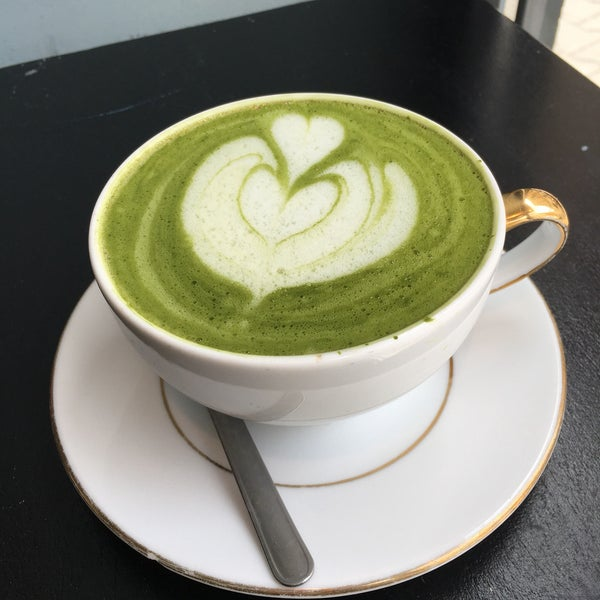 A place with a nice chill vibe and beautiful matcha latte.. perfect little place for working or relaxing or just watching people walking by..