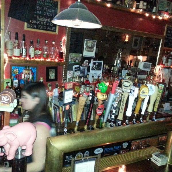 Foto tomada en Fourth Avenue Pub por Jodi R. el 3/10/2013