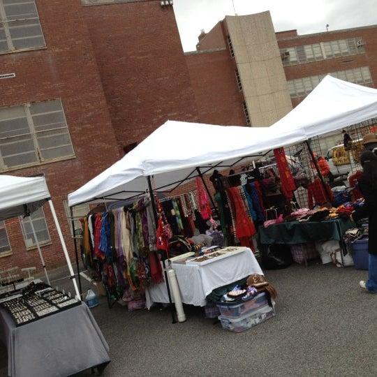Photo prise au The Flea Market at Eastern Market par Den R. le11/3/2012