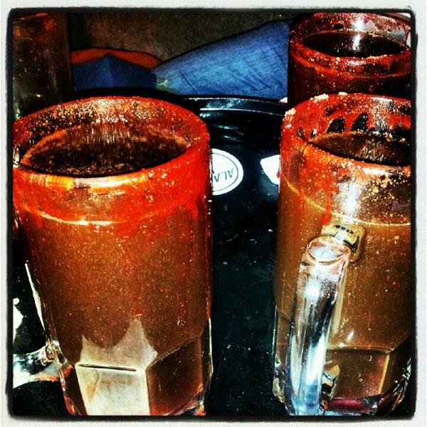Cerveza artesanal y chelas gigantes preparadas, pulque, mezcal, tequila. You name it...