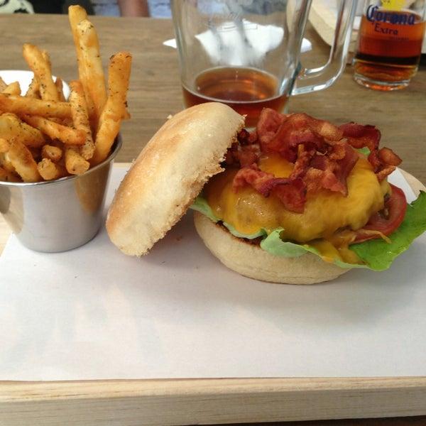2/21/2013にDiego Z.がSmokey's Burger Houseで撮った写真
