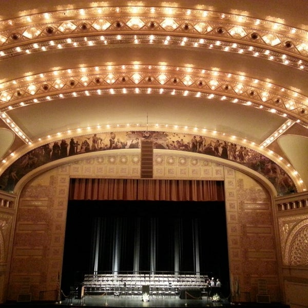 6/16/2013 tarihinde Damaris T.ziyaretçi tarafından Auditorium Theatre'de çekilen fotoğraf