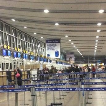 Foto tirada no(a) Aeropuerto Internacional Comodoro Arturo Merino Benítez (SCL) por Fernando O. em 7/12/2013