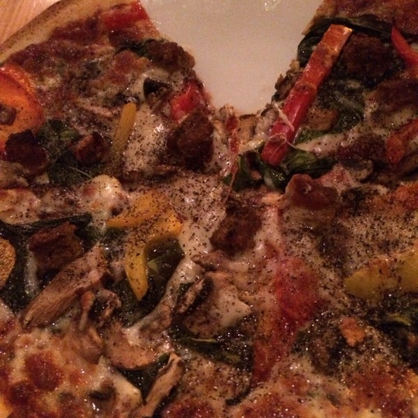 รูปภาพถ่ายที่ The Haven Pizzeria โดย Tysa F. เมื่อ 4/20/2014