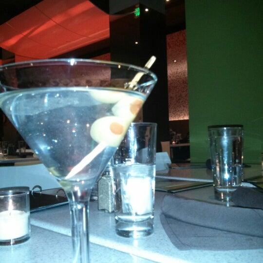 Foto diambil di The Corner Office Restaurant & Martini Bar oleh Mark W. pada 1/10/2013