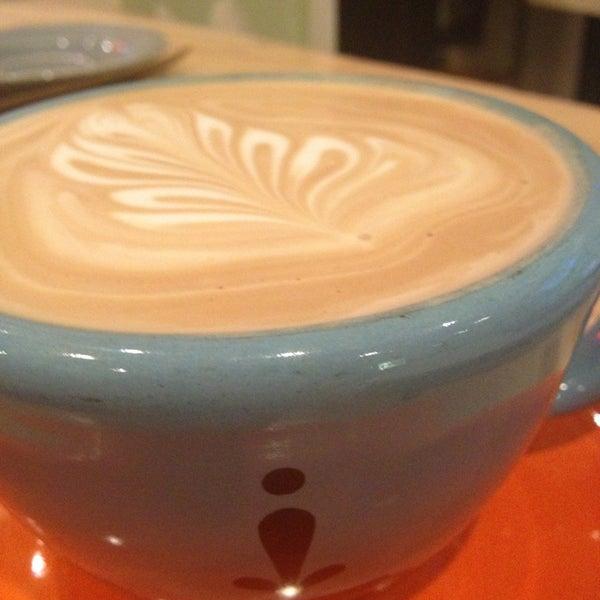 Foto tomada en Ipsento Coffee House por Charlotte W. el 3/27/2013