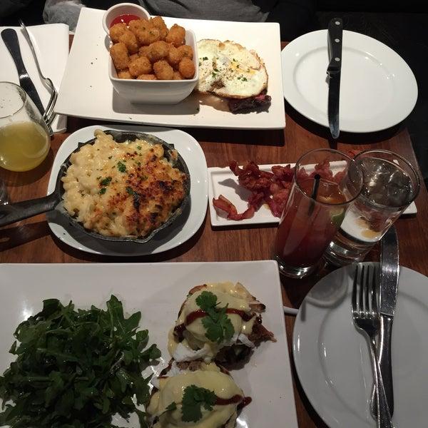 Foto tomada en The Stand Restaurant & Comedy Club por Aileen M. el 12/13/2014