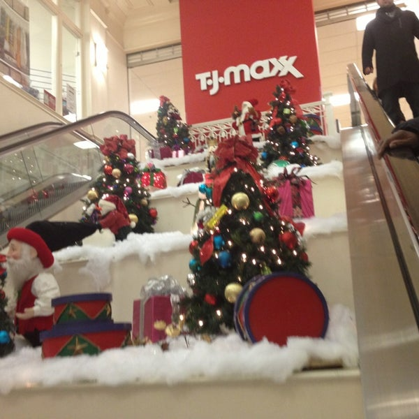 Photo taken at T.J. Maxx by Earl V. on 12/29/2012