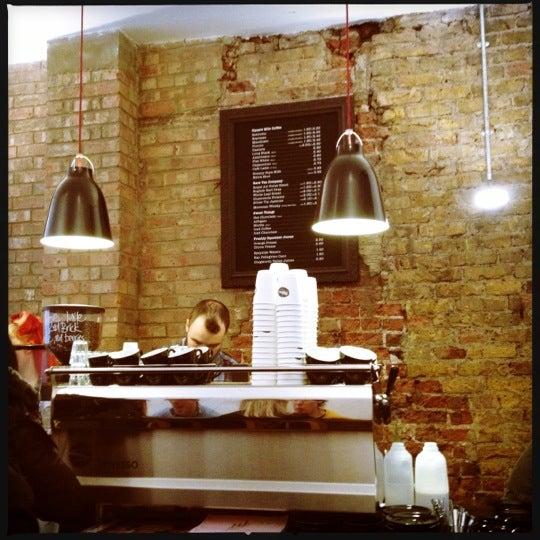 2/9/2013 tarihinde Rachid A.ziyaretçi tarafından Kaffeine'de çekilen fotoğraf