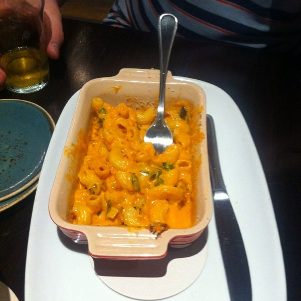 Креветок, толком нет, несмотря на то, что это рыбный ресторан! Блюдо из креветок из меню, скорее макароны с 4 креветками!Порции маленькие очень!