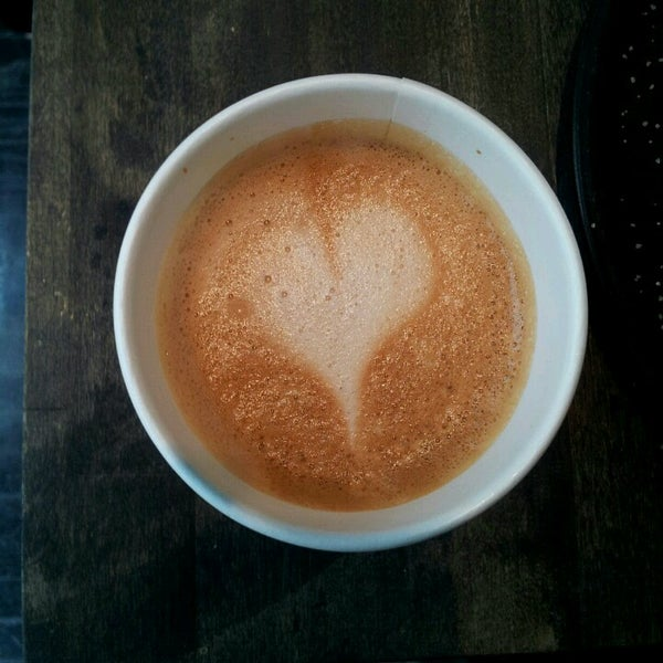 5/11/2013にAngela R.がTaszo Espresso Barで撮った写真