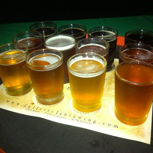 Foto tomada en Full Circle Brewing Co. por Kyle H. el 12/2/2012
