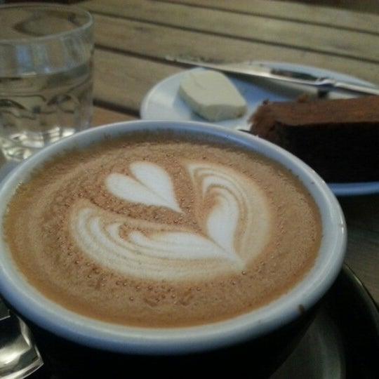 12/22/2012 tarihinde Stefanie W.ziyaretçi tarafından Kaffeine'de çekilen fotoğraf