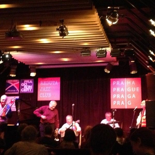Снимок сделан в Reduta Jazz Club пользователем Victoria O. 12/30/2012
