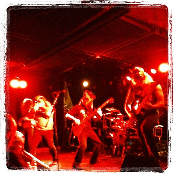 Foto tomada en Knitting Factory  por Chris R. el 12/15/2012