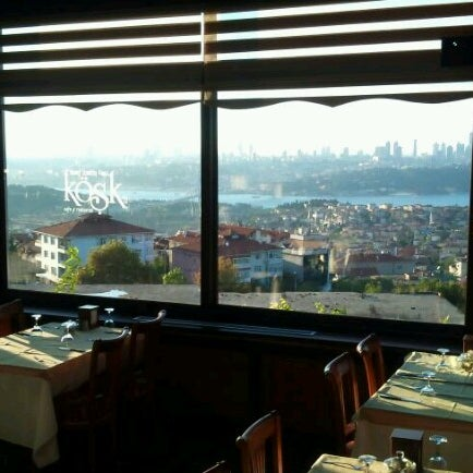 Foto scattata a Desde Cafe & Restaurant da Emre U. il 9/23/2012