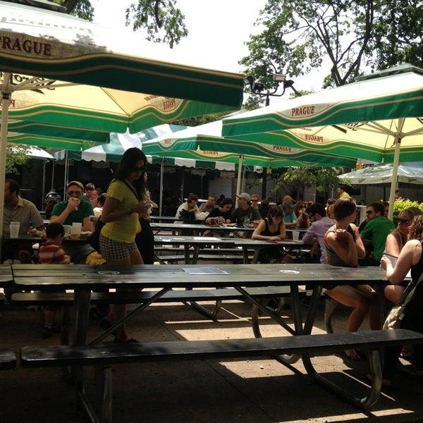 6/9/2013 tarihinde Crystal B.ziyaretçi tarafından Bohemian Hall & Beer Garden'de çekilen fotoğraf