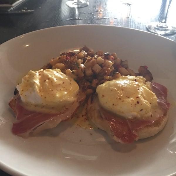 Photo prise au NoPa Kitchen + Bar par Hannah R. le4/12/2015