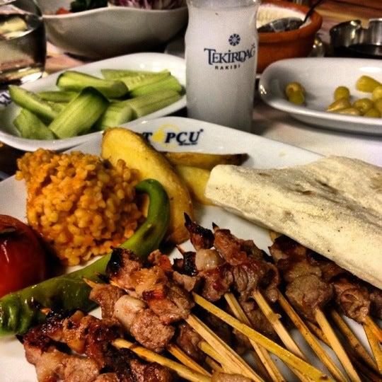 Foto diambil di Topçu Restaurant oleh Dalinin D. pada 10/4/2012