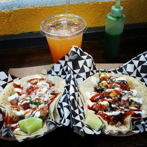 Foto tirada no(a) Brooklyn Taco Company por Michael C. em 4/29/2014