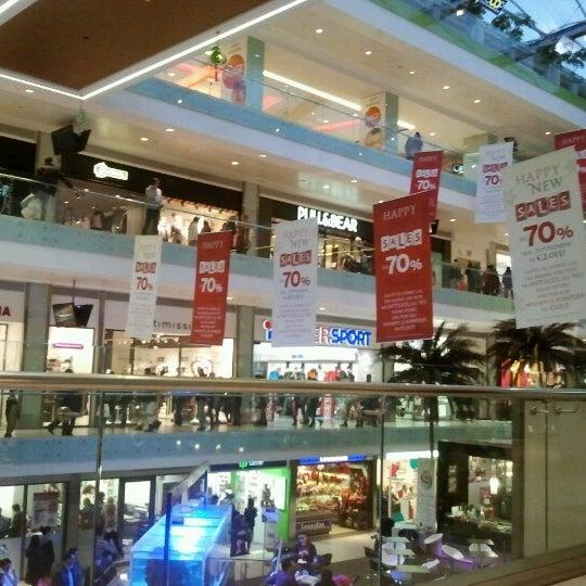 รูปภาพถ่ายที่ Athens Metro Mall โดย Maria M. เมื่อ 2/9/2013