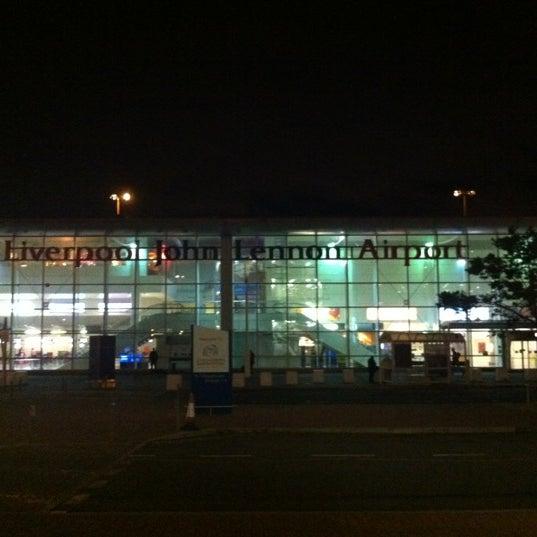รูปภาพถ่ายที่ Liverpool John Lennon Airport (LPL) โดย Einars G. เมื่อ 11/9/2012
