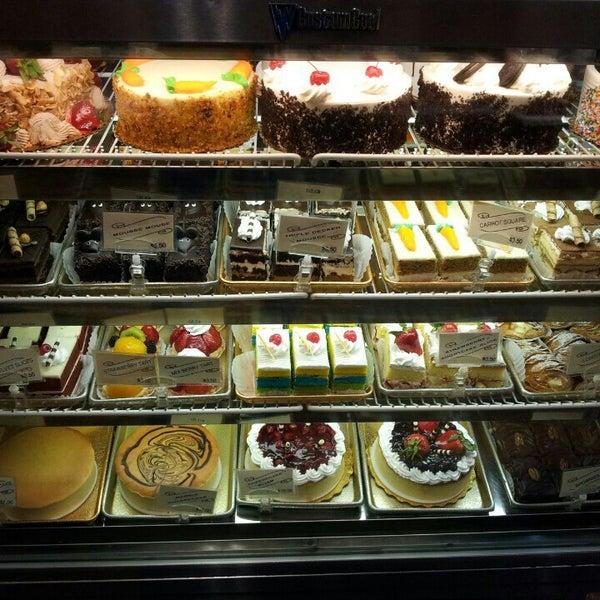 Foto tomada en LaGuli Pastry Shop por Anna H. el 4/2/2016