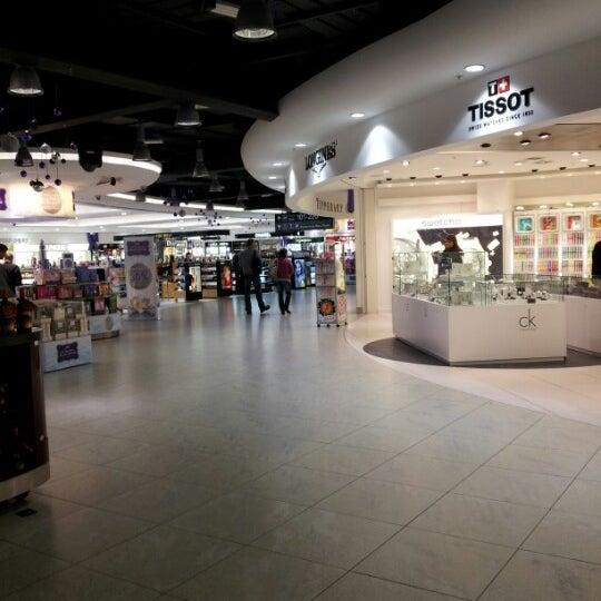 Foto tirada no(a) Aeroporto de Dublin (DUB) por Annalisa P. em 11/17/2012