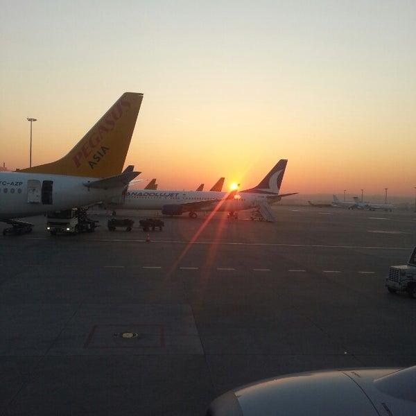 Foto diambil di İstanbul Sabiha Gökçen Uluslararası Havalimanı (SAW) oleh Gürcan pada 4/25/2013