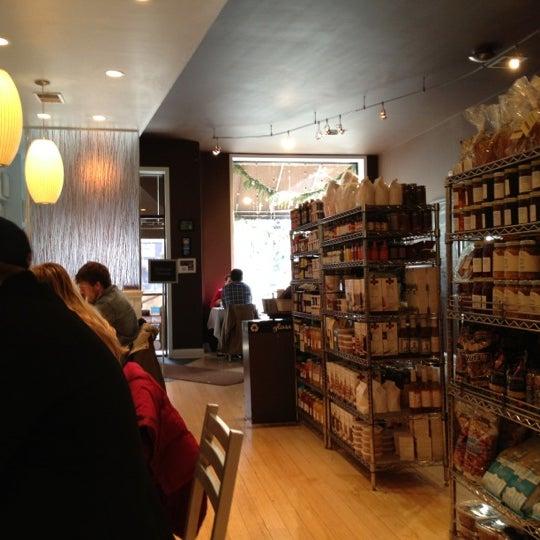 Снимок сделан в Southport Grocery & Cafe пользователем Tyler 12/21/2012
