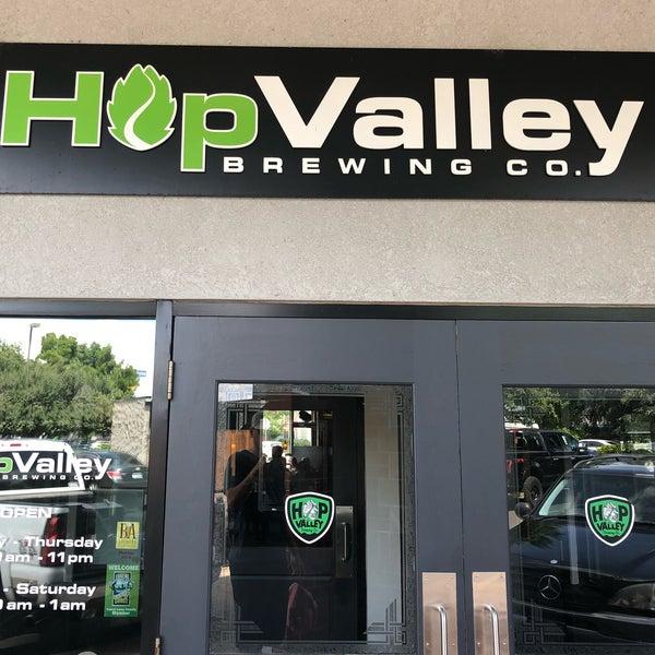 รูปภาพถ่ายที่ Hop Valley Brewing Co. โดย Tim O. เมื่อ 6/14/2018