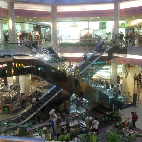 9/21/2012 tarihinde Karen S.ziyaretçi tarafından Shopping Center Penha'de çekilen fotoğraf