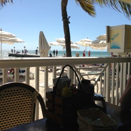 Foto tirada no(a) Southernmost Beach Cafe por Ace S. em 2/21/2013