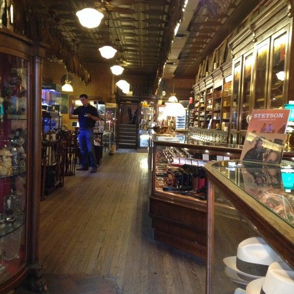 Photo prise au Georgetown Tobacco par Dennis P. le7/13/2014